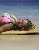 Adolescente con la tabla hawaiana Imagen de archivo