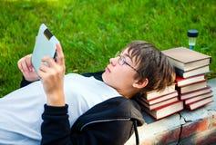Adolescente con la tableta Imagen de archivo