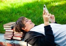 Adolescente con la tableta Fotos de archivo