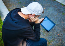 Adolescente con la tableta Comuter Foto de archivo
