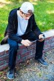 Adolescente con la tableta Comuter Imagenes de archivo