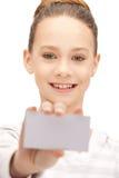 Adolescente con la tarjeta de visita Imagen de archivo libre de regalías