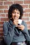 Adolescente con la taza de café Imagen de archivo