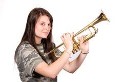 Adolescente con la trompeta Foto de archivo libre de regalías