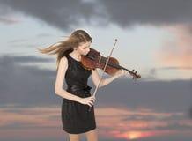 Adolescente con la viola Imagen de archivo libre de regalías