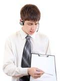 Adolescente con las auriculares y el tablero Fotos de archivo libres de regalías