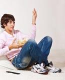 Adolescente con las patatas a la inglesa Imagen de archivo