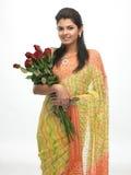 Adolescente con las rosas rojas Fotos de archivo libres de regalías