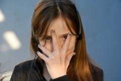 Adolescente con las uñas pintadas Fotos de archivo libres de regalías