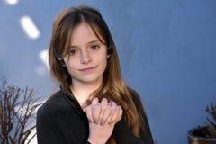 Adolescente con las uñas pintadas Imagen de archivo