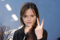 Adolescente con las uñas pintadas Imagenes de archivo