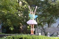 Adolescente con le ali leggiadramente Fotografie Stock