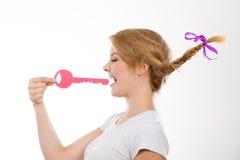 Adolescente con llave penetrante de la trenza Fotos de archivo