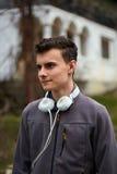 Adolescente con los auriculares Imágenes de archivo libres de regalías