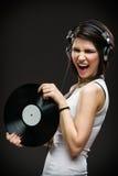 Adolescente con los auriculares y expediente en manos Fotos de archivo