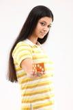 Adolescente con los dados Foto de archivo libre de regalías