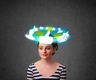 Adolescente con los iconos sociales de la nube alrededor de su cabeza Fotografía de archivo