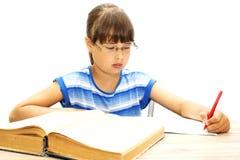 Adolescente con los libros en un fondo blanco, Imagen de archivo