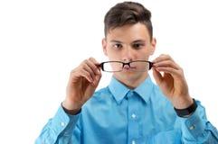 Adolescente con los nuevos vidrios en los ojos aislados en blanco Imágenes de archivo libres de regalías