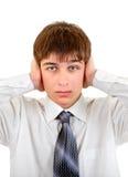 Adolescente con los oídos cerrados Imagenes de archivo