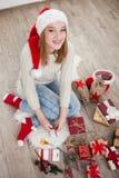 Adolescente con los regalos de Navidad Fotografía de archivo