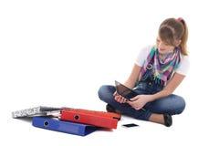 Adolescente con PC de la tablilla y el teléfono móvil Foto de archivo libre de regalías