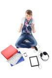 Adolescente con PC, el teléfono y los auriculares de la tablilla Imagen de archivo