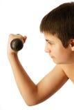 Adolescente con pesa de gimnasia Imagen de archivo
