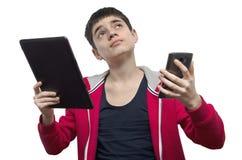 Adolescente con smartphone y la tableta Fotos de archivo libres de regalías