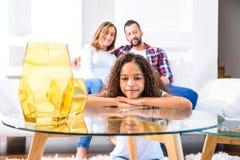 Adolescente con su familia Fotografía de archivo