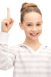 Adolescente con su finger para arriba Fotografía de archivo