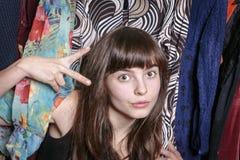 Adolescente con su guardarropa Imagen de archivo