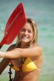 Adolescente con su kajak Foto de archivo libre de regalías
