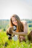 Adolescente con su perro Imagenes de archivo