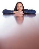 Adolescente con su reflexión III de la cara Imagen de archivo