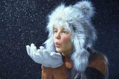 Adolescente con un casquillo de la piel Foto de archivo