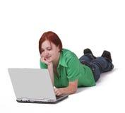 Adolescente con un computer portatile Fotografia Stock
