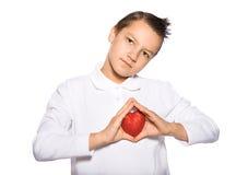 Adolescente con un corazón Fotos de archivo