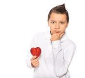Adolescente con un corazón Imagen de archivo libre de regalías