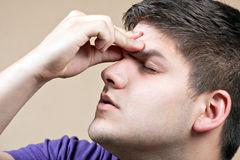 Adolescente con un dolor de cabeza Fotografía de archivo