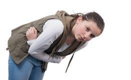 Adolescente con un dolor de estómago en blanco imagen de archivo libre de regalías