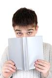 Adolescente con un libro Imagenes de archivo