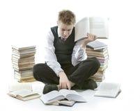 Adolescente con un montón de libros de texto Estaba cansado de homeworks Imagenes de archivo