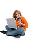 Adolescente con un ordenador Imagenes de archivo