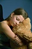 Adolescente con un oso de peluche Imagen de archivo libre de regalías