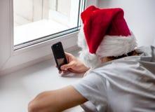 Adolescente con un teléfono Fotografía de archivo