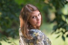 Adolescente con una bufanda Fotografía de archivo