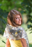 Adolescente con una bufanda Imagenes de archivo