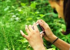 Adolescente con una cámara Foto de archivo libre de regalías