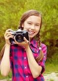 Adolescente con una cámara Fotos de archivo